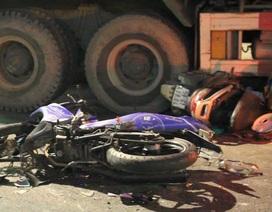 Xe ben tông hàng loạt xe máy, người bị thương nằm la liệt