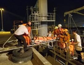 Trợ giúp y tế khẩn cấp cho ngư dân bị đau bụng