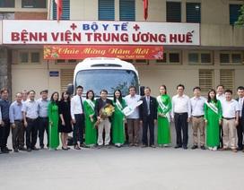 Vietcombank Huế trao tặng xe ô tô phục vụ công tác khám chữa bệnh cho Bệnh viên TƯ Huế