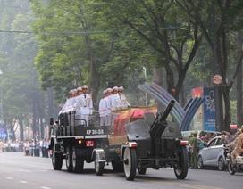 Đoàn xe nghi lễ đưa linh cữu nguyên Thủ tướng Phan Văn Khải về Củ Chi