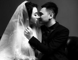 Khắc Việt chạm môi ngọt ngào với DJ 9x trong bộ ảnh cưới đen trắng
