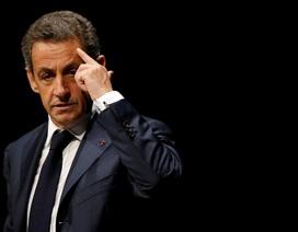 Cáo buộc nhận hàng valy tiền của Libya khiến ông Sarkozy như sống trong địa ngục