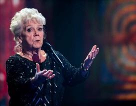Phát sốt với bà cụ 81 tuổi đi thi hát