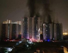 Yêu cầu di dời người dân, tài sản khỏi tòa chung cư cháy