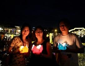 Hàng ngàn bạn trẻ, du khách tắt đèn hưởng ứng Giờ Trái đất 2018
