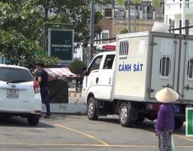 Ô tô đậu trong bãi giữ xe của siêu thị bị đập kính, trộm tài sản