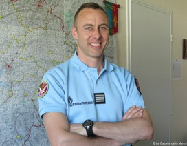 Cảnh sát tử vong sau khi thế thân cho con tin trong vụ khủng bố tại Pháp