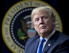 Tổng thống Trump miễn cưỡng ký dự luật 1.300 tỷ USD ngăn chính phủ đóng cửa