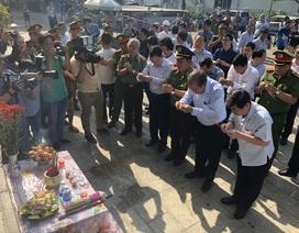 Phó Thủ tướng thắp nhang tưởng niệm 13 nạn nhân vụ cháy chung cư