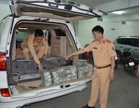 CSGT bắt đối tượng người Lào vận chuyển 100 bánh heroin