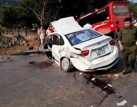 Ba ô tô tông nhau liên hoàn, dân đập cửa cứu hai bố con