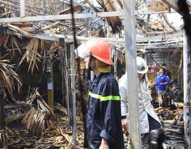 Lửa thiêu rụi 5 cửa hàng tại Hà Nội, nhiều bình gas lớn rò rỉ
