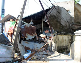 Xe tải tông liên hoàn, 1 người bị thương, 1 ngôi nhà và 6 phương tiện hư hỏng