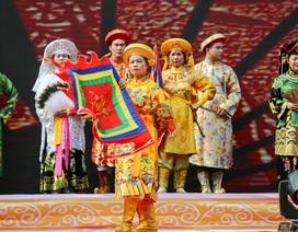 Trình diễn thực hành nghi thức hầu đồng trong khai hội Đền Cô - Lào Cai
