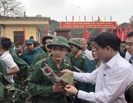 3.500 thanh niên Thủ đô bịn rịn chia tay người thân lên đường nhập ngũ