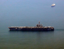 Hình ảnh đầu tiên của tàu sân bay Mỹ thăm Việt Nam trên báo chí quốc tế