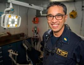 Bác sĩ gốc Việt trên tàu sân bay Mỹ thăm Đà Nẵng