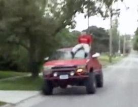 Đừng dại đùa cợt khi lái xe