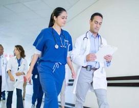 Hàng trăm bác sĩ Canada phản đối tăng lương vì lương quá cao