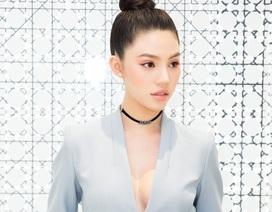 """Hoa hậu """"hội con nhà giàu"""" khoe vòng 1 với set đồ trăm triệu đồng"""