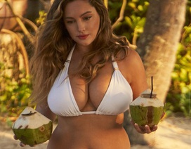 Kelly Brook khoe ngực khủng