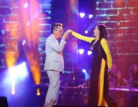 Như Quỳnh bất ngờ yêu cầu Trường Vũ nắm tay và hôn trên sân khấu