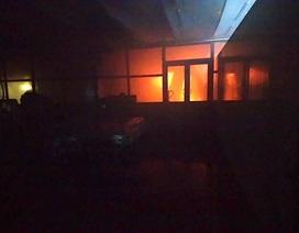 Cháy xưởng bánh rộng khoảng 2.000m2