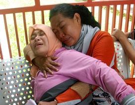 Gần 80 người Indonesia thiệt mạng vì uống rượu giả
