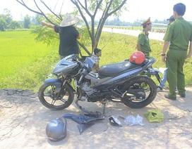 2 thanh niên tử vong bên chiếc xe máy hư hỏng