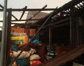 3 người trọng thương, 600 nhà dân tốc mái vì lốc xoáy