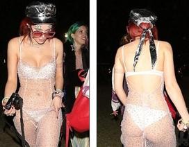 Bella Thorne diện váy xuyên thấu lộ nội y