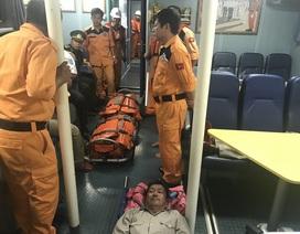 Cứu 4 thuyền viên tuyệt vọng, kiệt sức trôi dạt trên biển