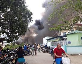 Cháy bãi phế liệu, 500 học sinh nghỉ học khẩn cấp vì khói độc