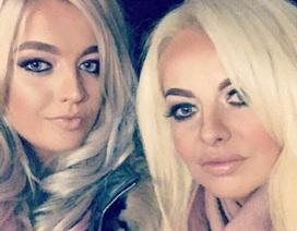 Chênh nhau 21 tuổi, 2 mẹ con trông y hệt chị em sinh đôi