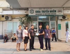 Trường ĐH Thương Mại hỗ trợ 100 triệu đồng cho cựu sinh viên bị bệnh hiểm nghèo
