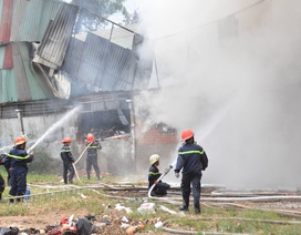60 cảnh sát cứu hỏa bảo vệ xưởng may rộng 2.000 m2