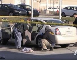 Súng trong ô tô, mẹ bầu bị con gái 3 tuổi bắn trúng