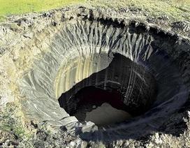 """Giải mã hàng loạt """"hố tử thần"""" xuất hiện ở miền bắc Nga"""