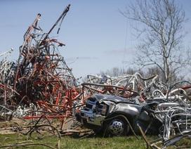 Tháp truyền hình cao 600m đổ sập tại Mỹ, 1 người chết
