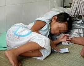 Bé gái 10 tuổi bị ông lão xâm hại đến ngất xỉu