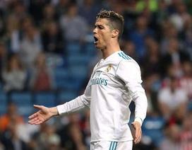 Được nâng lương, C.Ronaldo vẫn kém xa Messi