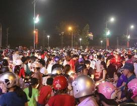 Biển người đổ về quảng trường Hùng Vương dự đêm hội khai mạc Đền Hùng 2018