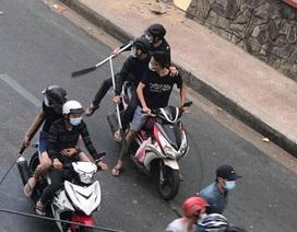Hơn 20 người lăm lăm hung khí, dàn trận chém nhau giữa phố