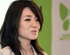 Con gái Chủ tịch Korean Air từ chức vì hất nước vào mặt nhân viên