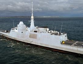 """Tàu chiến Pháp bị máy bay Nga """"kèm"""" ngay trước vụ không kích Syria"""