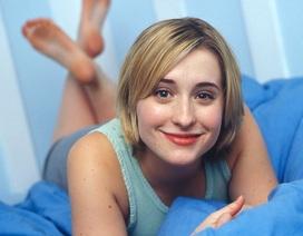 """Có gì trong """"giáo phái tình dục"""" mà nữ diễn viên """"Smallville"""" liên đới?"""