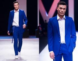 Thủ môn Bùi Tiến Dũng được nhiều sao Việt ủng hộ khi trình diễn thời trang