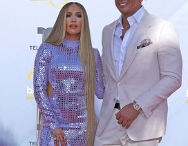 "Jennifer Lopez bốc lửa sánh đôi cùng ""bồ"" kém tuổi"