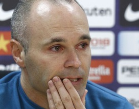 Iniesta rơi lệ thông báo chia tay Barcelona