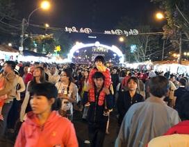 Du khách chen chân kẹt cứng tại khu chợ đêm Đà Lạt